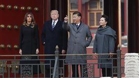 川普夫婦與習近平夫婦北京故宮合影美國總統川普8日下午飛抵北京,對中國展開3天國是訪問。川普夫婦8日下午參觀北京故宮博物院,並和中國國家主席習近平夫婦合影。(中新社提供)中央社 106年11月8日