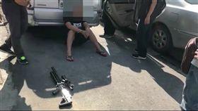 林男被逮後與警方大談「鴿肉經」。(圖/翻攝畫面)