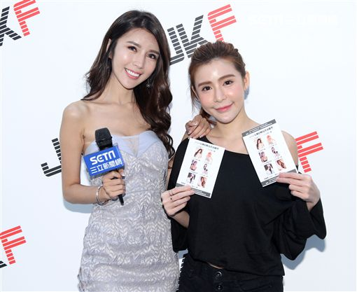 知名直播主同時也是N世代女星劉子瑜與程穎安(小花)出席TSE台灣寫真博覽會。(圖/邱榮吉攝影)