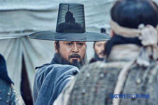 《南漢山城》李秉憲、金倫奭/車庫娛樂提供