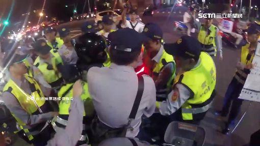 瘋狂待轉! 台大騎士爭取路權 遭30名警力逮