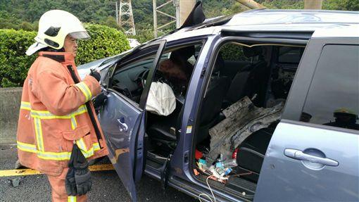 警消人員趕抵現場救援。(圖/翻攝畫面)