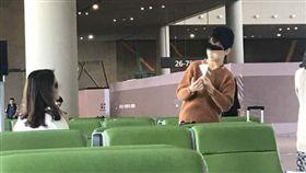 機場,姐弟,智能障礙,暖心,美麗,背影,Dcard 圖/翻攝自Dcard