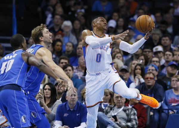 ▲Russell Westbrook(右)在攻下27分6籃板5助攻。(圖/美聯社/達志影像)