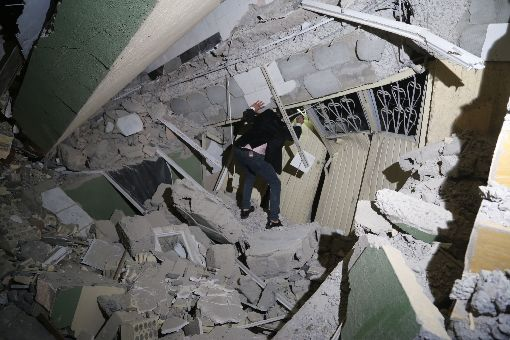 兩伊大地震 死傷慘重伊朗與伊拉克邊境12日發生規模7.3地震,至少造成332 人罹難,逾2500人受傷。伊拉克蘇雷馬尼亞省滿目瘡痍。(安納杜魯新聞社提供)中央社  106年11月13日