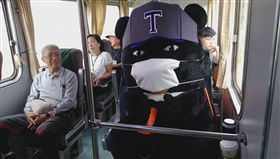 不是感冒!喔熊戴口罩裝低調 熊讚嬌喊:害我擔心了一下❤ 圖/翻攝自喔熊 OhBear臉書