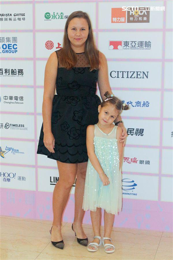 ▲上屆海碩盃女單冠軍Evgeniya Rodina帶著可愛的女兒一同出席晚宴。(圖/記者蔡宜瑾攝影)