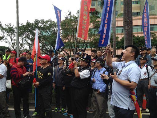 國民黨主席吳敦義11月14日前往支援八百壯士,李英婷攝