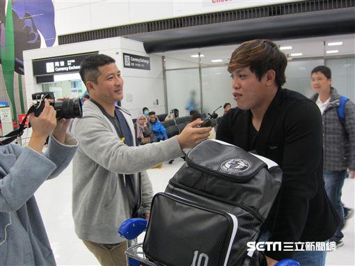 ▲台灣犬中華隊選手陳子豪出機場有媒體採訪。(圖/記者蕭保祥攝)