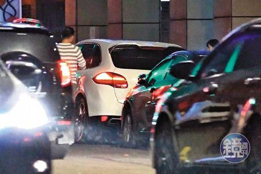 黃若薇遭直擊4富少名車接送/鏡週刊提供