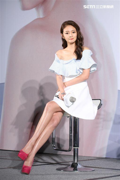 11月15日台北訊 安以軒出席貝膚黛瑪品牌全新上市發表會