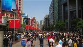 中國,大陸,上海,城市,都市,人群 (圖/攝影者Michael Tyler, Flickr CC License)https://goo.gl/Eg43cd