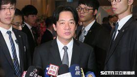 行政院長賴清德出席第40屆吳三連獎贈獎典禮前受訪。(記者盧素梅攝)