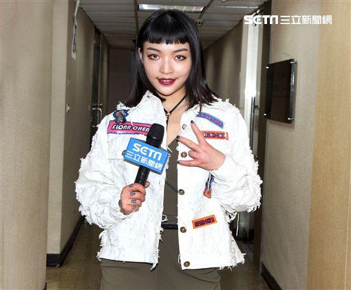 《中國有嘻哈》節目脫穎而出,強勢登台的新生代饒舌女王VAVA,接受三立新聞網直擊專訪暢談音樂歷程。(圖/邱榮吉攝影)