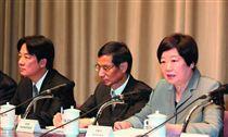 名家/新新聞/賴清德(左)扮演翻轉政策的角色,林美珠(右)相信這次修法是愈修愈好。(勿用)