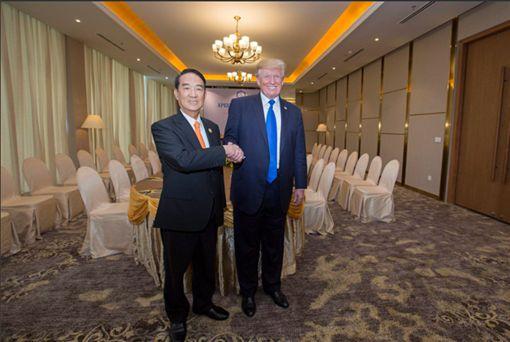 蔡英文總統推特公布宋楚瑜與川普合照。(翻攝蔡英文推特)