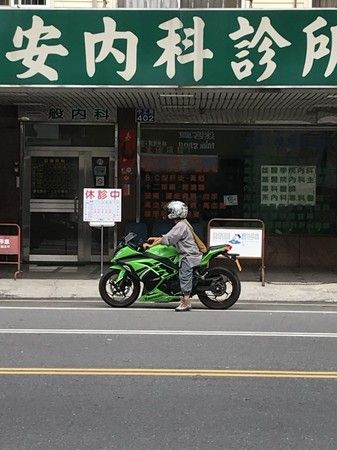 高雄,出家人,重機,Kawasaki Ninja(臉書https://www.facebook.com/groups/199118586927007/permalink/841976742641185/)
