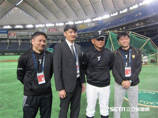 ▲台灣犬總教練洪一中稱許中華職棒人員服務選手觀念很好。(圖/記者蕭保祥攝)