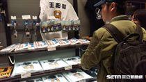 ▲東京巨蛋12球團商品店出現王柏融商品。(圖/記者蕭保祥攝)