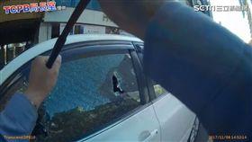 毒犯昏倒車中擋道 勇警破窗逮人手見血掛彩