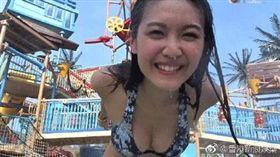 香港節目《3日2夜》中女星穿著清涼。(圖/翻攝自微博)