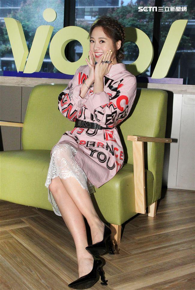 鬼鬼(吳映潔)上安安大明星直播,宣傳新專輯並暢談她工作酸、甜、苦、辣過程。(記者邱榮吉/攝影)