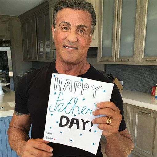 席維斯史特龍(Sylvester Stallone)https://www.facebook.com/SylvesterStallone/photos/a.245021229220702.1073741828.126257224430437/283383582051133/?type=3&theater