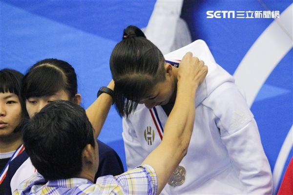 ▲徐意涵賽後表示這是她生涯首面擊劍金牌。(圖/記者蔡宜瑾攝影) ID-1140511.jpg