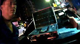 4度酒駕 爛醉男拒盤查衝撞警車