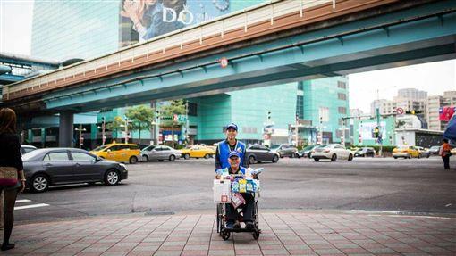 身障者,巨輪協會,街賣,叫賣,做愛心,輪椅,同情/台灣新巨輪辦事協會臉書