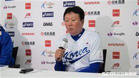 ▲韓國隊監督宣銅烈出席賽後記者會。(圖/記者蕭保祥攝)
