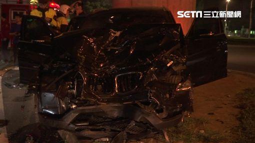 北市BMW猛撞停紅燈2車 小黃變形駕駛、乘客昏迷受困SOT