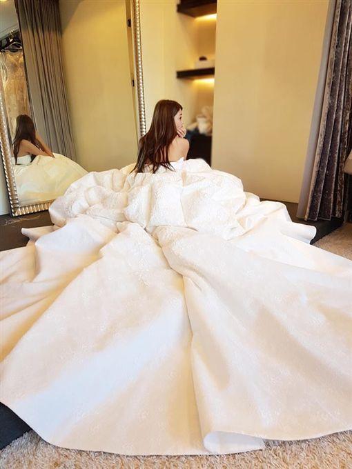 賴琳恩,婚紗(圖/翻攝自賴琳恩臉書)
