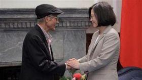 蔡英文總統臉書悼念前農委會主委戴振耀。(翻攝蔡英文臉書)