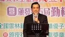 馬英九:台灣最有價值的礦就是腦礦前總統馬英九19日出席雲林同鄉文教基金會15週年慶暨勤樸獎清寒獎助學金頒獎典禮,致詞時引述美國專欄作家的話表示,台灣最有價值的礦就是「腦礦」。中央社記者江俊亮攝 106年11月19日