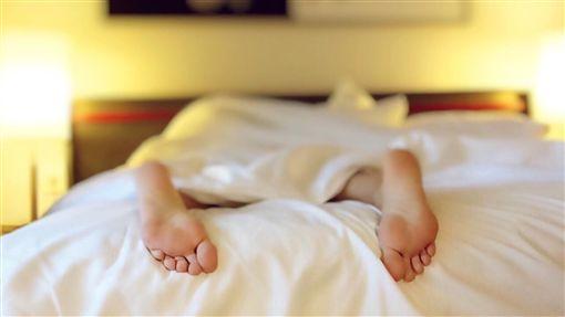 床,睡覺,單身,性愛,棉被,性行為,自慰(圖/pixabay)