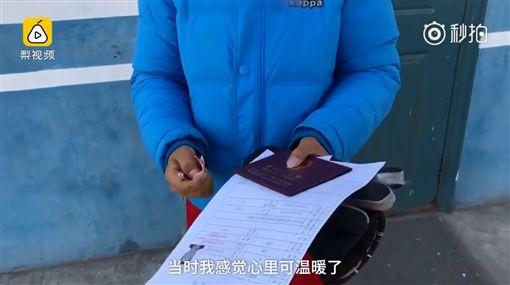 母親離家、父親病死 12歲男孩為父辦死亡證明為去孤兒院圖/翻攝自秒拍http://www.miaopai.com/show/pNxXM2u5EAtx8mvL1nKJY4aasLQnWUWTgbjxVg__.htm