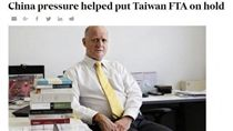 澳洲自由民主黨議員雷昂傑姆質疑,因中國施壓,澳洲擱置與台簽署FTA。(圖/擷取自Financial Review)
