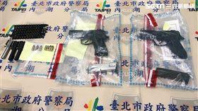 葉男臉書直播試槍遭檢舉,警方率隊前往台南逮人,順利起獲金牛座改造手槍2把,訊後依槍砲罪移送法辦(翻攝畫面)