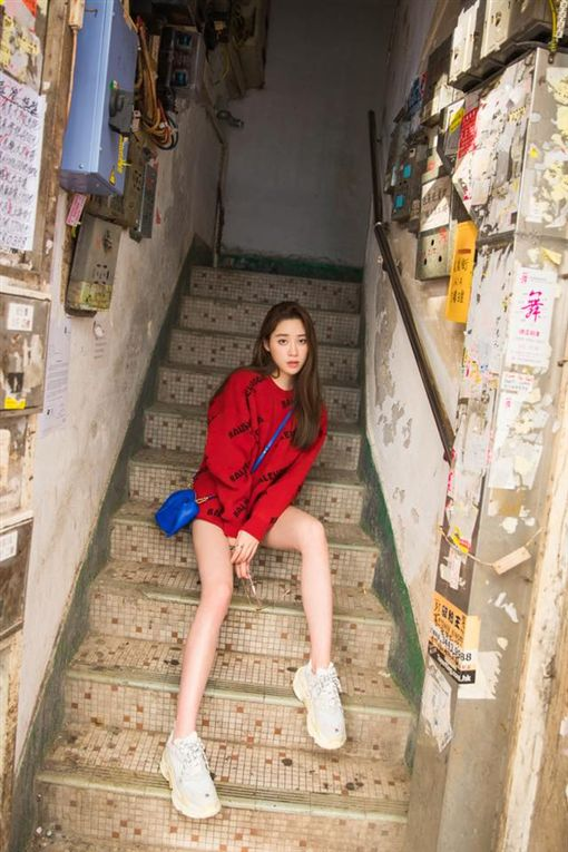 歐陽妮妮,歐陽龍,美腿(翻攝自歐陽妮妮臉書)