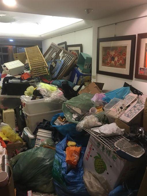 垃圾,廢物,岳母,回收,整理,恐怖,囤積,生病 爆怨公社,