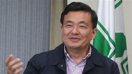 洪耀福主持民進黨中常會後記者會民進黨25日在中央黨部舉行中常會,會後由秘書長洪耀福(圖)出席主持記者會。中央社記者謝佳璋攝 106年10月25日