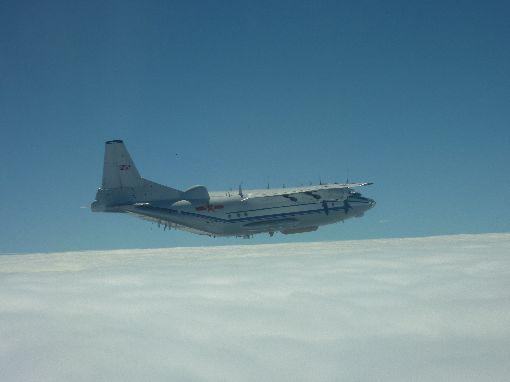 中共運8運輸機穿出巴士海峽跨島鏈訓練國防部22日表示,上午中共計有轟6、運8、Tu-154、IL-78與蘇愷30等各型機,經巴士海峽飛往西太平洋從事跨島鏈訓練。圖為國防部公布的中共運8運輸機照片。(國防部提供)中央社記者呂欣憓傳真 106年11月22日