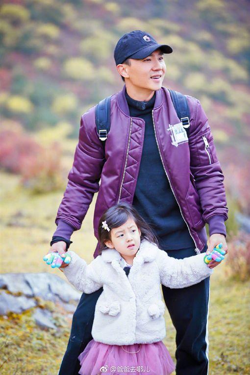 劉畊宏與小泡芙因《爸爸5》人氣飆高。(圖/翻攝自微博)