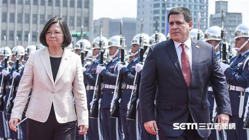 總統蔡英文於總統府以軍禮迎巴拉圭總統卡提斯。 圖/記者林敬旻攝 ID-1147632