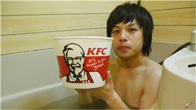 肯德基,炸雞,泡澡,入浴劑,骨頭,KFC 圖/翻攝自YOUTUBE
