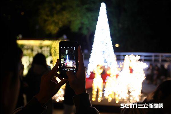 2017新北歡樂耶誕城,聖誕節,光雕投影。(圖/記者簡佑庭攝)