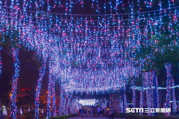 2017新北歡樂耶誕城,聖誕節,光雕投影。(圖/新北觀光局提供)