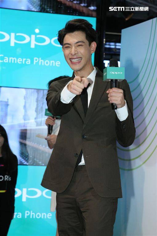 11月24日台北讯 晨翔出席手機活動