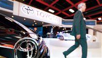 名家/商業周刊/豐田的大型房車Camry下一代將改採進口,讓台灣國產車的市占率再蒙陰影。(勿用)